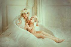 Здесь живут #ангелы. Мать, словно ангел крыльями, окутывает заботой свое дитя. Мы очень хотели показать эту метафору в ангельской фотосессии. На ваш суд, друзья, удалось ли. Чудесная #фотосессия с крыльями в фотосудии #санлайт. Костюм, свет - RetrostudioPro. Крылья - ArtPro-studio. #басаргинафото, #фотоскрыльями, #retrostudio, #красивоефото, #девушкаскрыльями, #ангел, #ангелскрыльями, #матьидитя, #костюмированнаяфотосессия, #тематическоефото, #тематическаяфотосессия, #красотаспасетмир