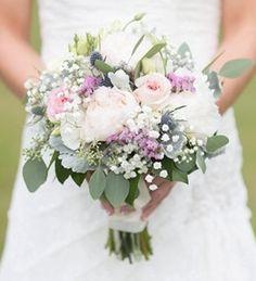 Букет невесты из пионов, гипсофила и роз