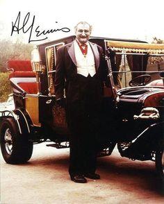 Grandpa Munster photo autographed by Al Lewis. Munsters Tv Show, The Munsters, La Familia Munster, Classic Tv, Classic Cars, Munsters Grandpa, Munster Family, Yvonne De Carlo, Classic Monsters