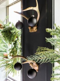 Check out these easy, inspired ways to get your front entry holiday-ready.