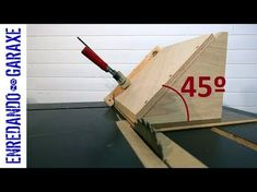 Table Saw Mitre Jig: Make Easy Mitres Cuts & Spline Joints Every Time! Youtube Woodworking, Woodworking Joints, Woodworking Crafts, Woodworking Plans, Serra Circular, Wood Jig, Best Jigsaw, Best Circular Saw, Homemade Tables