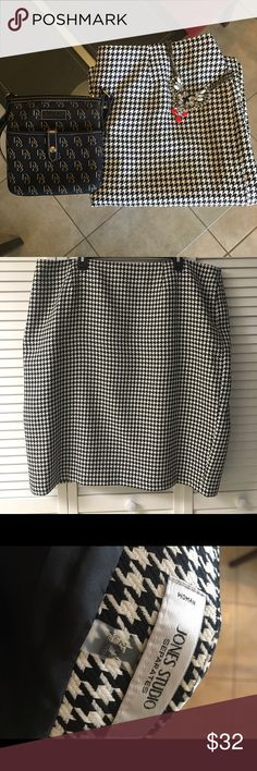 🆕 Listing 🅿️ Black and White Skirt Jones Studios/Dressbarn - Black and White Skirt. Versatile skirt! A must have! ✨Pre-Loved ✨ Worn a handful of times. Dress Barn Skirts
