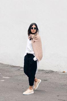 Elif Filyos - Frontrowshop Sweater Scarf, Zara Platform Bluchers - Stage Illusion