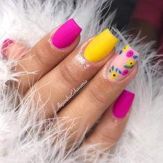 Yellow and orchid floral nail art design. Neon Nails, Love Nails, Pink Nails, Pretty Nails, Glitter Nails, Nail Swag, Deco Spa, Best Acrylic Nails, Nagel Gel