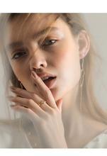 Believer Delicate Earrings Artistic Portrait Photography, Fashion Photography Poses, Photography Women, Face Angles, Fashion Model Poses, Beauty Shoot, Portrait Poses, Portrait Inspiration, Sensual