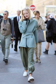 Model Hanne Gaby worked slouchy separates and a bold jacket between shows. Spring Street Style, Street Chic, Street Style Women, Cool Jackets, Models Off Duty, Cool Outfits, Women Wear, Style Inspiration, My Style