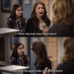 Modern Family - Haley Dunphy: I wish she was never even born! Funny Cute, The Funny, Really Funny, Modern Family Memes, Funny Jokes, Hilarious, Smiles And Laughs, Celebrity Travel, Along The Way