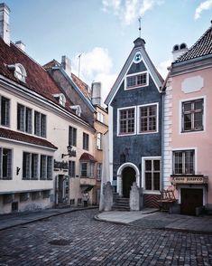 tallinn // estonia // the lovely facades around the impressive raekoja plats in #tallinn.