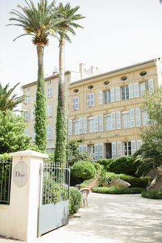 Dior Mansion in St Tropez France | photography by http://sunshinecharlie.com/