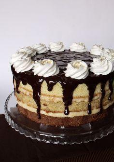 """A Somlói galuska """"tortásított"""" változata.    Hozzávalók 24 cm-es tortaformához   A világos piskótalaphoz  2 nagy (L) vagy 3 kis (S) m... Baking Recipes, Cake Recipes, Dessert Recipes, Hungarian Desserts, Delicious Desserts, Yummy Food, Torte Cake, Cake Decorating Tips, Drip Cakes"""
