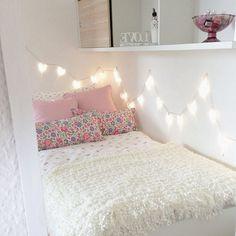 Simple But Cute Bedroom Design in love with dis' bedroom design