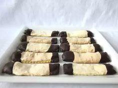 Husárske gombíky • Recept | svetvomne.sk Baking Tins, Baking Flour, Christmas Biscuits, Christmas Cookies, Merry Christmas, Homemade Eggnog, Chocolate Topping, Vanilla Sugar, Egg Whites