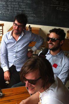 Photo du groupe en entrevue durant leur journée de presse à la Salle à Manger pour l'album Karkwa Live. Pilot, Aviation, Photos, Mens Sunglasses, Album, Rock, Live, Fashion, Group