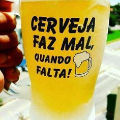 Quem concorda com essa frase? #bebidaliberada #memecerveja #frasescerveja Pint Glass, Beer, Mugs, Instagram, Tableware, Cool Beer, Riddling Rack, Beverages, Root Beer