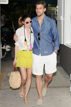 Olivia Palermo: Bikini Beach Day with Shirtless Johannes Huebl!: Photo Olivia Palermo shows off her rockin' body while spending the day at the beach with her shirtless boyfriend Johannes Huebl on Saturday afternoon (December in… Olivia Palermo Outfit, Style Olivia Palermo, Olivia Palermo Lookbook, Mode Chic, Mode Style, Look 2017, Quoi Porter, Date Outfit Summer, Stylish Couple