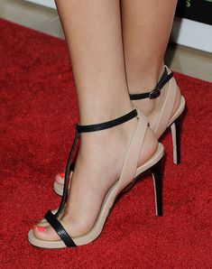 "Selena Gomez Photos - Singer/actress Selena Gomez attends The Fulfillment Fund's Stars Gala"" held at The Beverly Hilton Hotel on November 2011 in Beverly Hills, California. - The Fulfillment Fund's Stars Gala"" - Arrivals Selena Gomez Fotos, Selena Gomez Pictures, Beige Shoes, Gorgeous Feet, Japan Girl, Pretty Toes, Female Feet, Women Legs, Sexy High Heels"