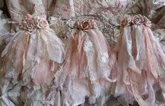 Shabby Chic Crafts, Shabby Chic Pink, Shabby Vintage, Shabby Chic Decor, Shabby Chic Flowers, Vintage Crafts, Basket Organization, Cover, Tulle