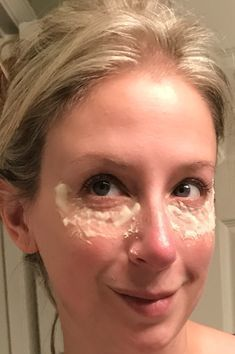 Secret Beauty Remedies Look 10 Years Younger in 20 Minutes ⋆ SIMPLY PRETTY LIFE - Fight under eye bags and look younger in 20 minutes by using a combo of baking soda and lemon juice paste x's per week. Beauty Care, Beauty Skin, Hair Beauty, Natural Beauty Tips, Health And Beauty Tips, Health Tips, Healthy Beauty, Haut Routine, Diy Beauty Hacks