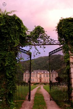 Before Sunrise - Tour Chateau de Gudanes - Photos Nature Aesthetic, Travel Aesthetic, Photo Wall Collage, Picture Wall, Chateau De Gudanes, Photowall Ideas, Beautiful Homes, Beautiful Places, Look Wallpaper