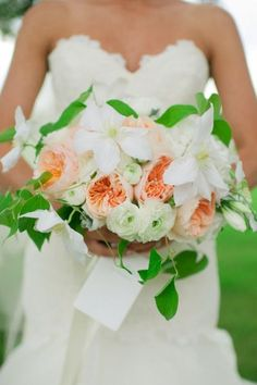 Spring surprise: http://www.stylemepretty.com/oklahoma-weddings/2015/05/21/traditional-romantic-oklahoma-springtime-soiree/ | Photography: Candi Coffman - http://candiphoto.com/