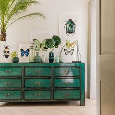 Psst, we've got a few more Lingbao Peacock Chests #instock! If it's at the top of your lust list, don't miss out