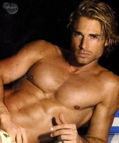 Usually I'm not into blonde guys ... but to be honest, I wouldn't push him out of bed ...