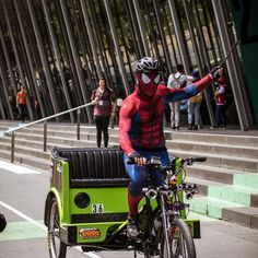 When the tourist bike guy does a #spidermancosplay so he can photobomb the group photos outside the convention centre at #paxaus2017.  for you sir. ... #thisiscosplay #cosplayer #marvelcosplay #worldcosplay #cosplayersofinstagram #cosplay #pax #paxaustralia #paxaus