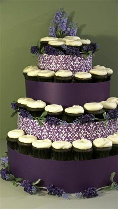 Wedding cupkakes, when you want it to look much bigger than it is