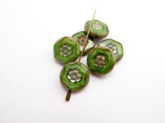 con0042 Marbled Green Flower Coin Czech Glass Beads