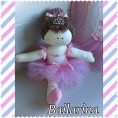 Boneca bailarina confeccionada em malha.