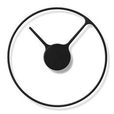 De Stelton Time Wandklok is ontworpen door het Duitse duo Jehs & Laub. De eenvoud geeft de klok een unieke, grafische look en de afwezigheid van de behuizing creëert de illusie dat de klok zweeft aan de muur.
