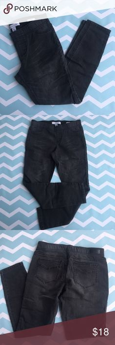 """Kenneth Cole Reaction gray/black jeggings size 4 Kenneth Cole Reaction gray/black jeggings size 4   🍥Bundle deals available (I carry various sizes and brands in my closet): 2 items 10% off, 3 items 15% off, 4 items or more 20% off.  🍥No trades, modeling, or lowball offers please. 🍥All reasonable offers accepted only through """"offer"""" button. Please submit offer willing to pay as I prefer to not counteroffer. 🍥I appreciate you all. Happy Poshing! Kenneth Cole Pants"""
