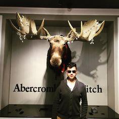 Aquí en la inauguración de @Abercrombie en México en @AntaraFashion Sin duda una de mis marcas favoritas. #AbercrombieMx #abercrombieandfitch #fashionnews #abercrombie #abercrombiekids #men #woman #style
