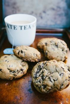 Dark Chocolate and Earl Grey Tea Cookies | hummingbird high || a desserts and baking blog