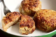 minced meat patties recipe, quick minced meat patties recipe, easy minced meat p… Meat Patty Recipe, Patties Recipe, Cooking On The Grill, Cooking Time, Homemade Pesto Sauce, Mince Dishes, Chickpea Patties, Mince Meat, Romanian Food
