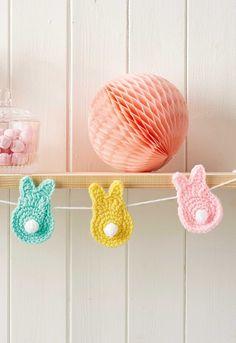 Easter crafts: Crochet bunny bunting - Full crochet pattern @molliemakes