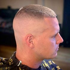 buzzcut barbershop long hair and lack of hair. willingly or forcefully and everything else that interests me Very Short Hair Men, Wavy Hair Men, Short Hair Cuts, Short Hair Styles, Men's Hair, Flat Top Haircut, Fade Haircut, Cool Haircuts, Haircuts For Men