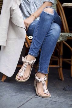 bow toes