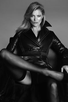 Kate Moss by Mert Alas & Marcus Piggott for Vogue Paris March 2015 Vogue Paris, Trent Coat, Kate Moss Stil, Celebrities In Stockings, Cristina Ferreira, Leder Outfits, Sexy Stockings, Mannequins, Leather Fashion