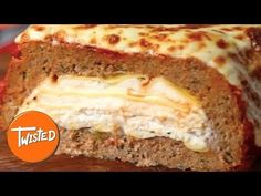 Oh hello meaty, cheesy goodness. Spice up your usual dinner routine with this lasagna stuffed meatloaf. Meat Recipes, Cooking Recipes, Cooking Games, Recipies, Twisted Recipes, Twisted Food, Good Food, Yummy Food, Healthy Food