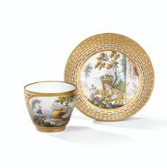 Gobelet Hébert et sa soucoupe en porcelaine tendre de Sèvres du XVIIIe siècle, vers 1765-1770 | lot | Sotheby's
