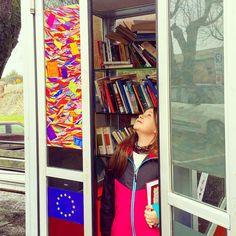 Che bella idea la #casinadeilibri  hanno trasformato così una vecchia #cabinatelefonica a #cittadellapieve ... Peccato che Roma non durerebbe neanche mezza giornata .     #igersitaly #igerseurope #igersitalia #igersperugia #ig_italia #ig_italy #ig_europe #ig_perugia #libri  #instaculture #italianplaces #comeandsee #thisisitaly  #whatitalyis #italiainunoscatto #bestvacations #lovesitalia #books #booklovers #bookstagram #instalibri #igerseuropa #traveldiary #instabooks #amantideilibri