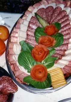 Meat and Cheese Platter with Tomato T.V Roses Meat and Cheese Platter with Tomato T.V Roses Meat And Cheese Tray, Meat Trays, Meat Platter, Food Platters, Cheese Platters, Snacks Für Party, Appetizers For Party, Appetizer Recipes, Party Trays