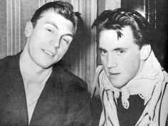1956. Игорь Кохановский и Владимир Высоцкий. (из архива Н.М.Высоцкой)