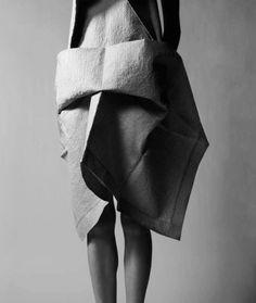 origami dress, photograph by Yiorgos Mavropoulos. Origami Fashion, 3d Fashion, Fashion Details, Womens Fashion, Fashion Design, Paper Fashion, Issey Miyake, Yohji Yamamoto, Mode Origami