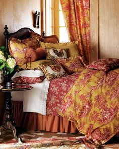 Sans the unnecessary rooster pillows this is nice bedding.