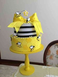 49 Ideas For Baby Shower Ides For Girls Themes Yellow Bumble Bees Bee Birthday Cake, Bumble Bee Birthday, Yellow Birthday, Girl Birthday Themes, Baby Birthday, Bumble Bee Cake, Bumble Bees, Bee Cakes, Cupcake Cakes