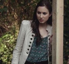spencer hastings: the owl print top and the coat Pll Outfits, Warm Outfits, College Outfits, Pretty Little Liars Spencer, Pretty Little Liars Outfits, Spencer Hastings Outfits, Spencer Pll, Big Fashion, Fashion Outfits