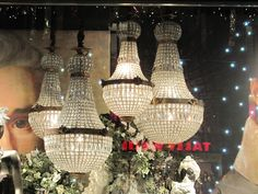 There are many different types of chandeliers out there, but do you know the which is the right one for you? If not then your in luck because this hub is all about the cool unique chandeliers out. Best Desk Lamp, Large Lamps, All Of The Lights, Piano Room, Cool Lamps, Different Types, Pretty Photos, Decorative Bells, Chandeliers