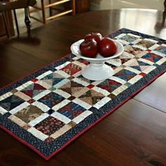 """Broken Dishes Table Runner """"Broken Dishes Table Runner by PetitQuilts. by annette"""", """"Broken Dishes Table Runner - You have to buy the pattern but it loo Table Runner And Placemats, Table Runner Pattern, Quilted Table Runners, Bed Runner, Small Quilts, Mini Quilts, Quilted Table Toppers, Miniature Quilts, Sewing Table"""